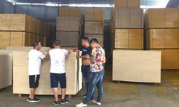 老挝客户实地参观黑豹建筑木西甲赞助商ballbet贝博生产厂区