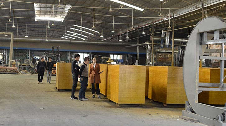 湖北建筑模板经销商实地考察黑豹木业